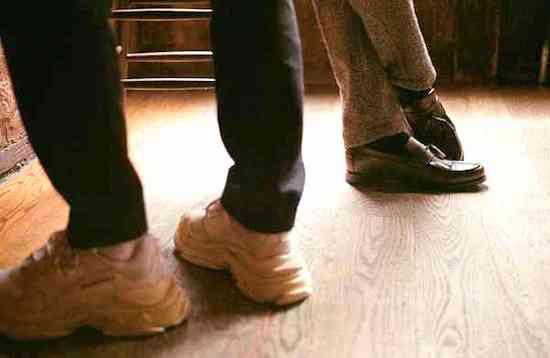 アメリカ人が靴をはく時にしないこと